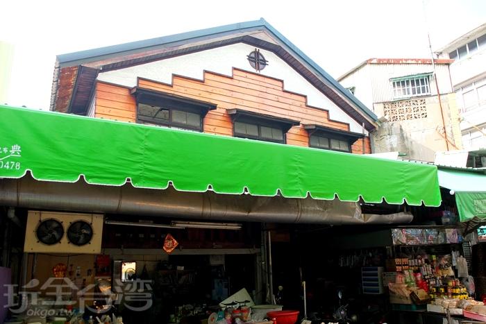 嘉義人的大廚房,東市場,兼具吃喝與漫遊價值,嘉義市僅存最完整、保有古老風味的大市場/玩全台灣旅遊網特約記者阿辰攝