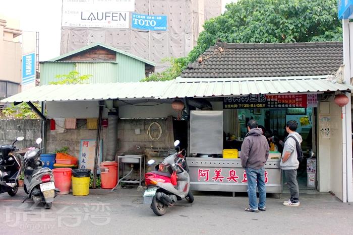 在地人說這裡號稱嘉義市區有名的下午茶選擇,果然下午三、四點時間,店裡頭坐滿用餐的客人/玩全台灣旅遊網特約記者阿辰攝