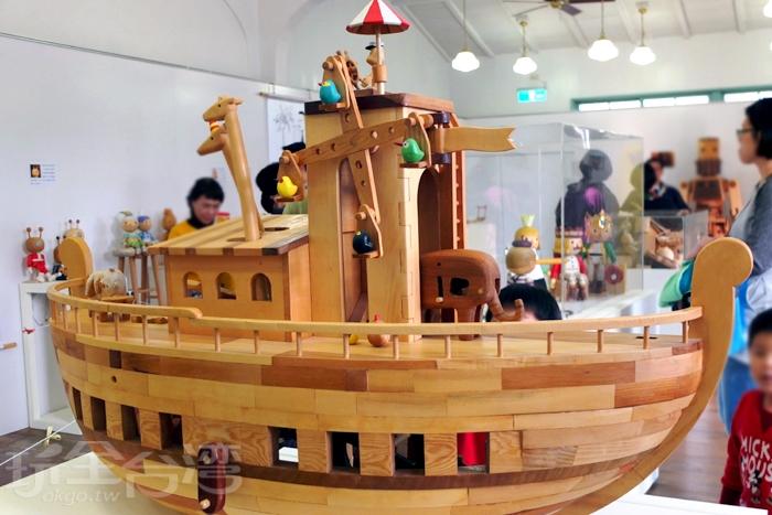知道有個木作展正在老屋中進行展示,以老屋老傢俱所拆下的舊檜木製成作品/玩全台灣旅遊網特約記者阿辰攝