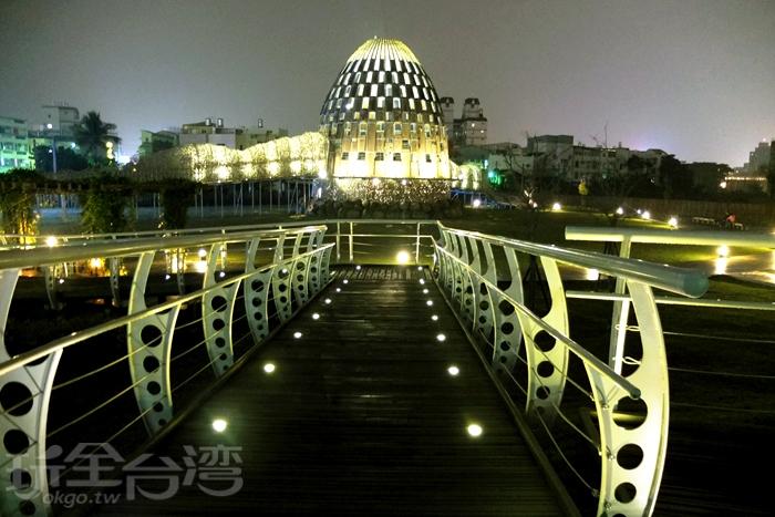 森林之歌是嘉義市夜景地標/玩全台灣旅遊網特約記者阿辰攝