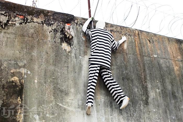 圍牆上的假人逃犯,是每位朋友抵達後最先拍的重點/玩全台灣旅遊網特約記者阿辰攝