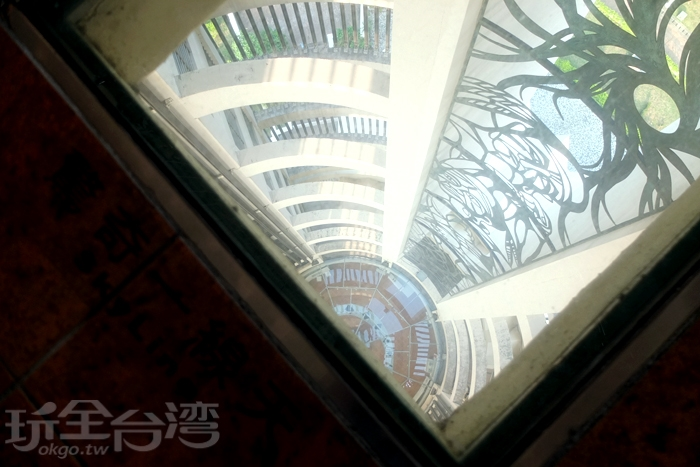 射日塔內的一線天/玩全台灣旅遊網特約記者阿辰攝