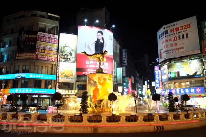 嘉義市中心地標中央噴水池/玩全台灣旅遊網特約記者阿辰攝