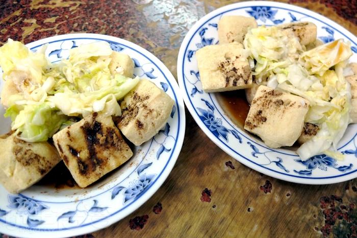 「阿美臭豆腐」確實不錯吃,蓬鬆酥軟的臭豆腐相當少見,口味更是特別/玩全台灣旅遊網特約記者阿辰攝