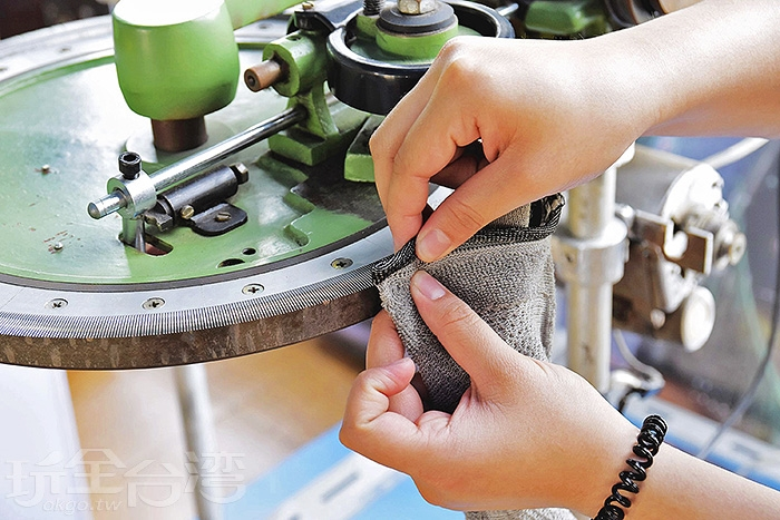 織襪機台的演變/玩全台灣旅遊網特約記者小玉兒攝
