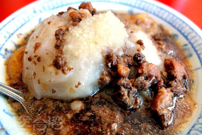 肉圓的滷汁以爆香過的肉燥加入特製醬油製作/玩全台灣旅遊網特約記者阿辰攝