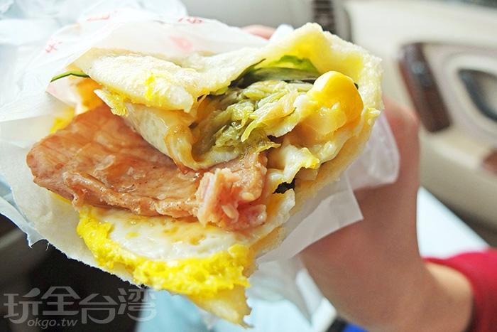 蔥油餅肉蛋玉米/玩全台灣旅遊網特約記者阿辰攝