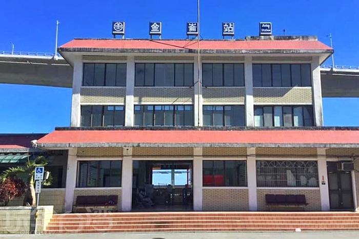 造祥樸拙有古意的金崙站。/玩全台灣旅遊網特約記者隱月攝