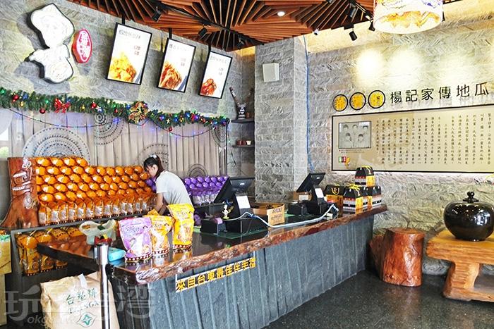 販賣區的裝潢很精緻,主題相當鮮明,一旁牆上寫有關於本店發跡的故事。/玩全台灣旅遊網特約記者阿辰攝