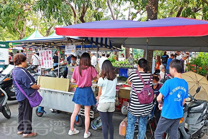 一開張就有許多人前來排隊/玩全台灣旅遊網特約記者阿辰攝