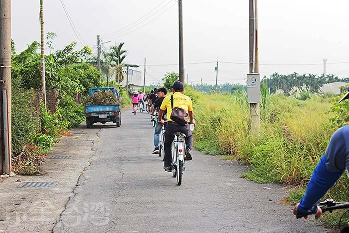 騎乘單車,享受午後的微風徐徐迎面而來,多麼舒服愜意呀/玩全台灣旅遊網特約記者阿辰攝