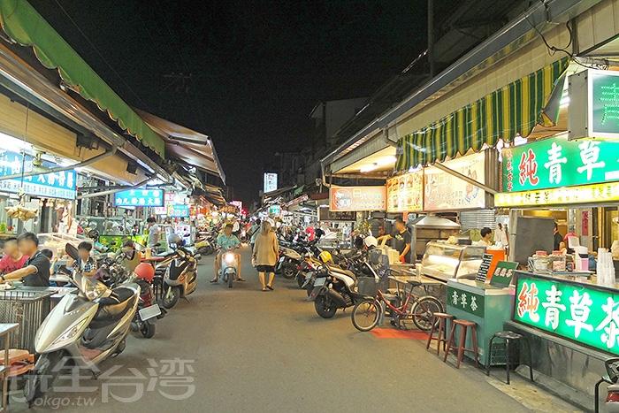 動輒三、五十年以上的老店一家接著一家。/玩全台灣旅遊網特約記者阿辰攝