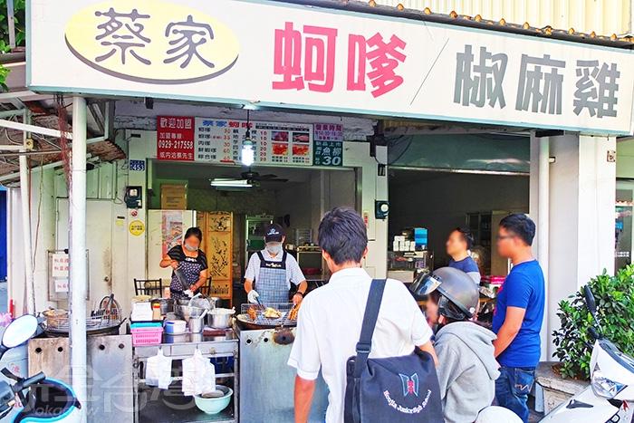 「蔡家蚵嗲想吃什麼直接跟老闆娘點,告知要內用還是外帶即可。/玩全台灣旅遊網特約記者阿辰攝