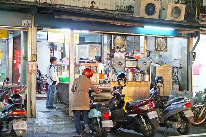 在新市提到「姑婆麵店」,幾乎人人都知道也吃過。/玩全台灣旅遊網特約記者阿辰攝