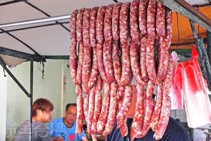 大腸和香腸都是老闆、老闆娘手工灌的。/玩全台灣旅遊網特約記者阿辰攝