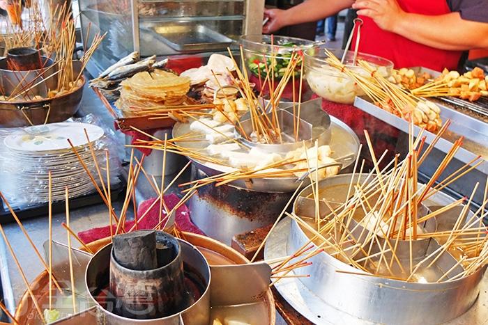 四十餘種的美味食材,選擇多到不知從何下手,就想每一種都能吃到。/玩全台灣旅遊網特約記者阿辰攝