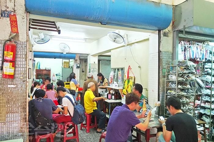 店內客人真的有好多,尤其現在剛好是中午用餐時間。/玩全台灣旅遊網特約記者阿辰攝