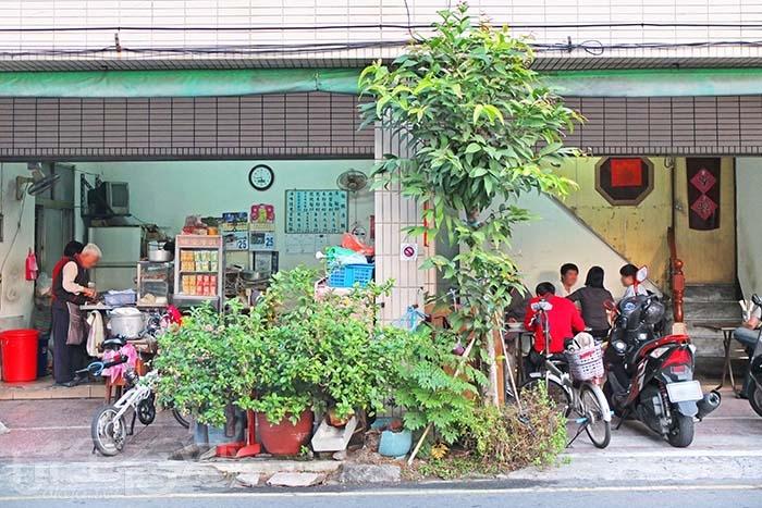 「韋家乾麵」是隱藏版的美食,沒有醒目的招牌卻讓人趨之若鶩。/玩全台灣旅遊網特約記者阿辰攝