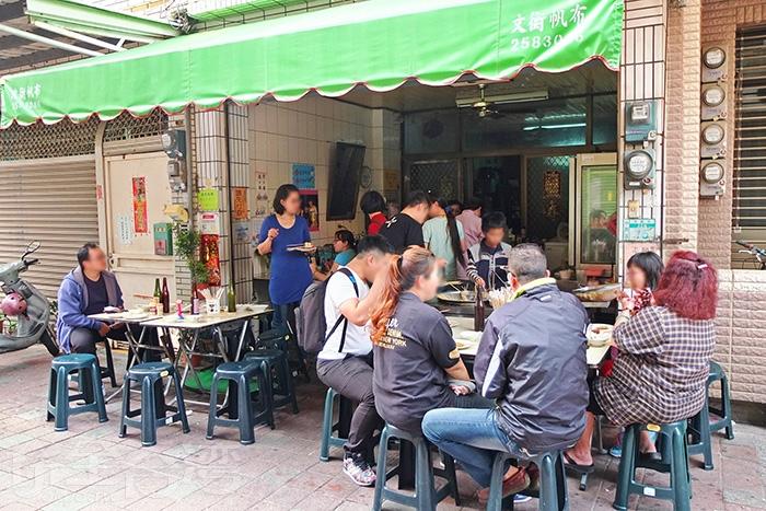 「協進國小旁2元黑輪攤」儘管低調,卻也一賣就是30多年。/玩全台灣旅遊網特約記者阿辰攝