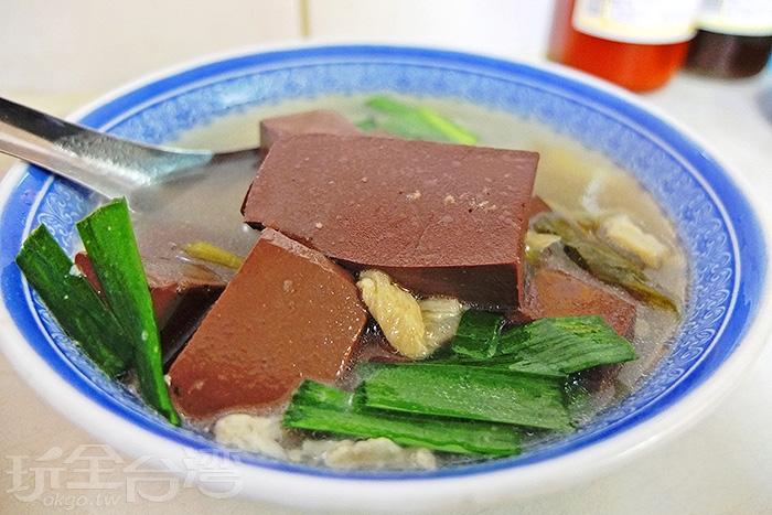 清爽甜口的湯頭,有種台南特有的吸引力,讓人想一喝再喝。/玩全台灣旅遊網特約記者阿辰