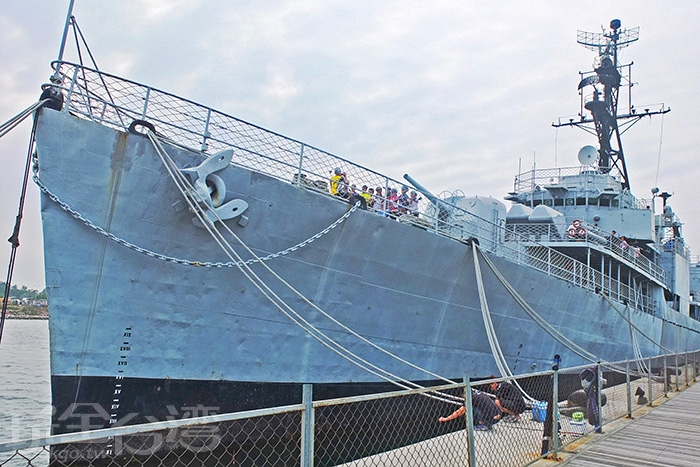 德陽艦原為美國驅逐艦,船艦全長119公尺,寬12公尺,重量逾兩千公噸。/玩全台灣旅遊網特約記者阿辰攝