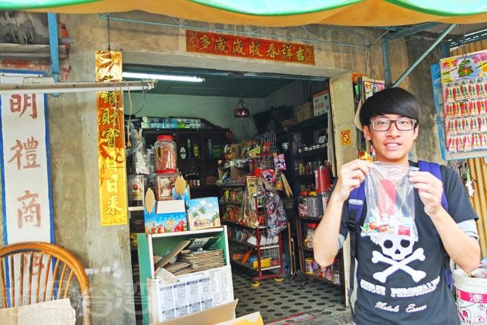 柑仔店內有許多復古的小童玩與零嘴/玩全台灣旅遊網特約記者阿辰攝