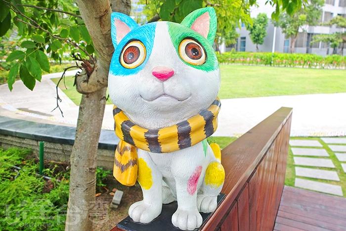 圍著虎紋圍巾的小貓咪有著好萌的貓眼睛,樣子超Q的是吧!/玩全台灣旅遊網特約記者阿辰攝
