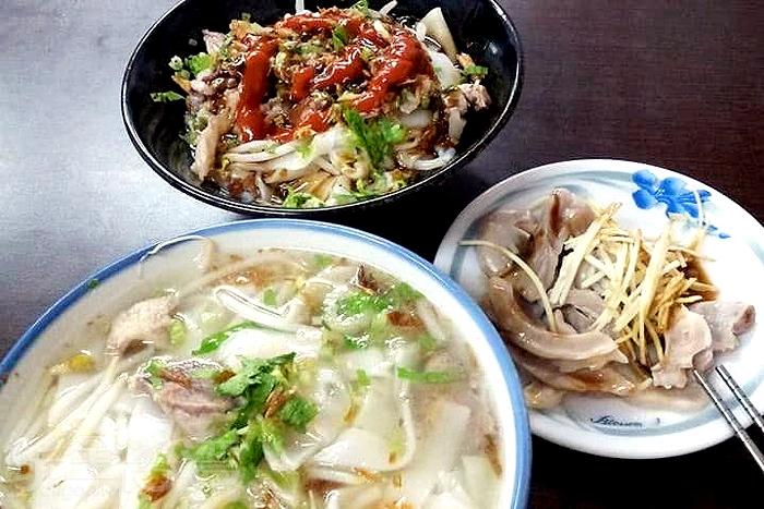 客家湯粄條是「彭記麵食館」的必點招牌。/玩全台灣旅遊網特約記者隱月攝