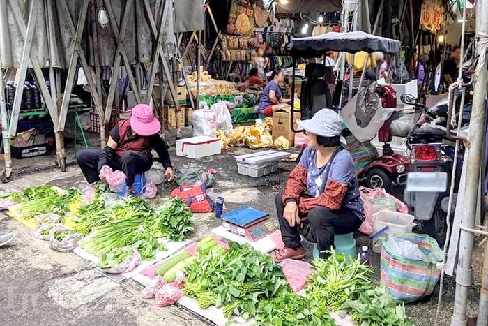 許多人都會把自家種的無農藥青菜拿到市場販賣。/玩全台灣旅遊網特約記者隱月攝