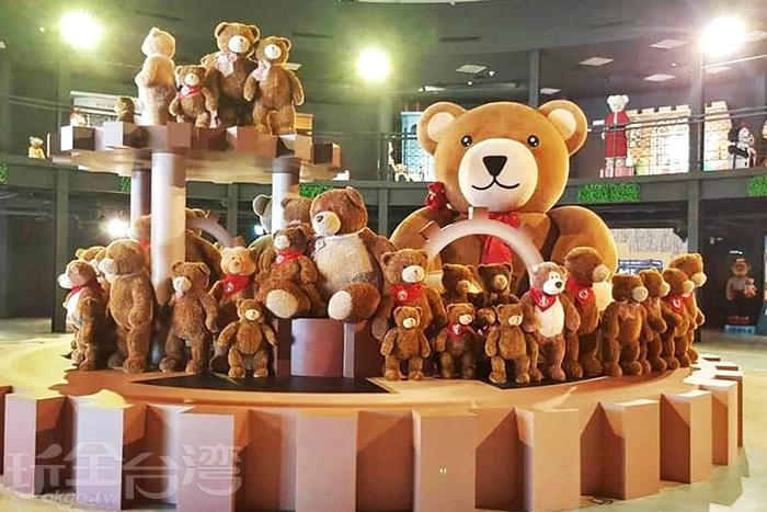 超巨大而且還會旋轉的泰迪熊轉盤。/玩全台灣旅遊網特約記者隱月攝