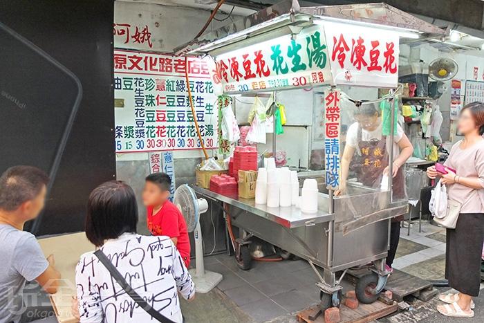 攤位在文化路與延平街口轉角處,生意很好,常常提早賣完打烊,想吃建議下午就來。/玩全台灣旅遊網特約記者阿辰攝