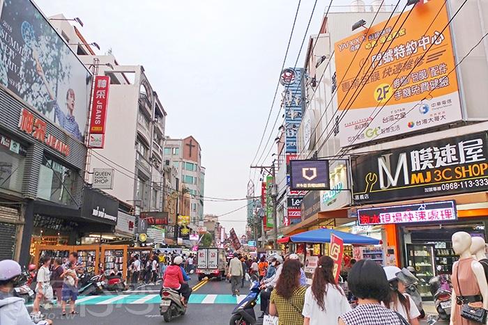 嘉義市區的夜晚行程選在這條文化路夜市準不會錯!慢慢逛很滿足!/玩全台灣旅遊網特約記者阿辰攝