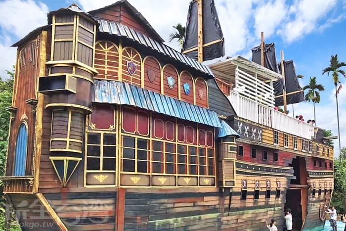 高達兩層樓的酷炫海盜船。/玩全台灣旅遊網特約記者隱月攝