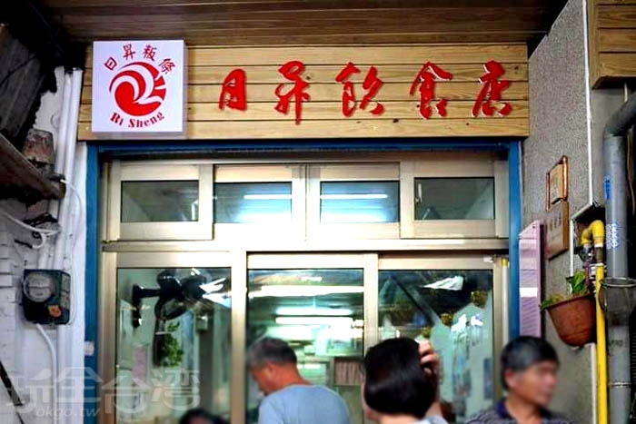 號稱全新埔最好吃的板條就藏身於日昇飲食店。/玩全台灣旅遊網特約記者隱月攝