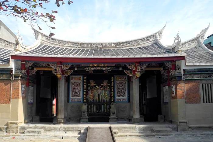 從門廳、雕刻到內部陳設都非常值得一看的陳氏宗祠。/玩全台灣旅遊網特約記者隱月