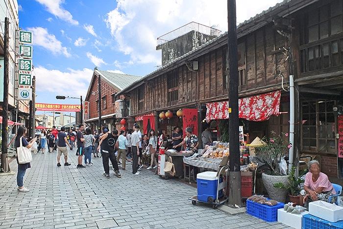 以前又叫嫁妝街的「菁寮老街」維持著古色古香的舊時景觀/玩全台灣旅遊網特約記者阿辰攝