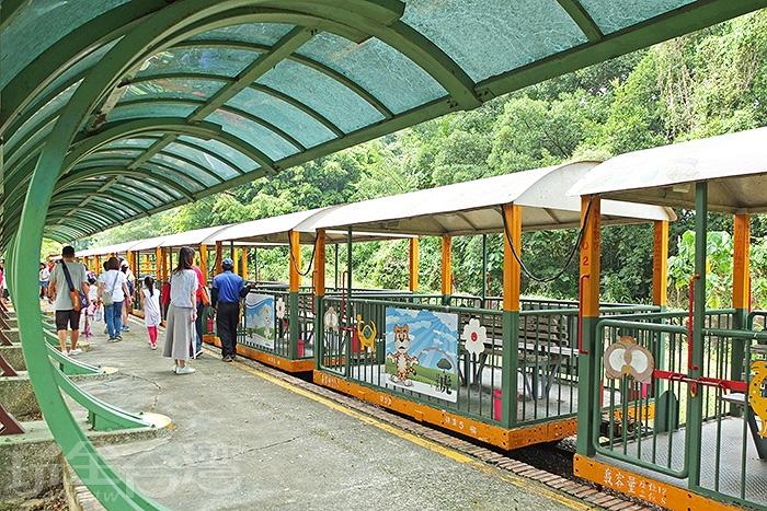 充滿懷舊與知性的五分車鐵道之旅來回大約50分鐘,會返回烏樹林車站。/玩全台灣旅遊網特約記者阿辰攝