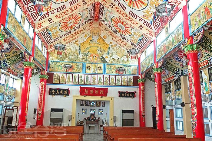 內部彩繪、裝飾和設計相當複雜,東西兩方文化特色的交會,看似複雜的環境中,又有一種獨特協調感。/玩全台灣旅遊網特約記者阿辰攝