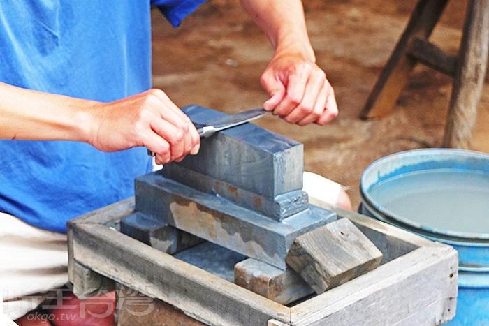 李家打鐵老舖以百年商譽加上祖傳純手工煉製鐵器,建立了金字招牌。/玩全台灣旅遊網特約記者阿辰攝