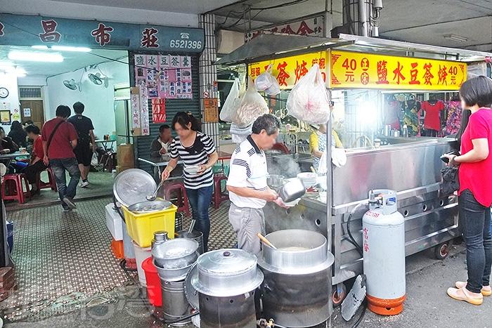 「鹽水豆簽羹」是個很具有在地特色的美食小吃,許多鹽水人從小吃到大。/玩全台灣旅遊網特約記者阿辰攝