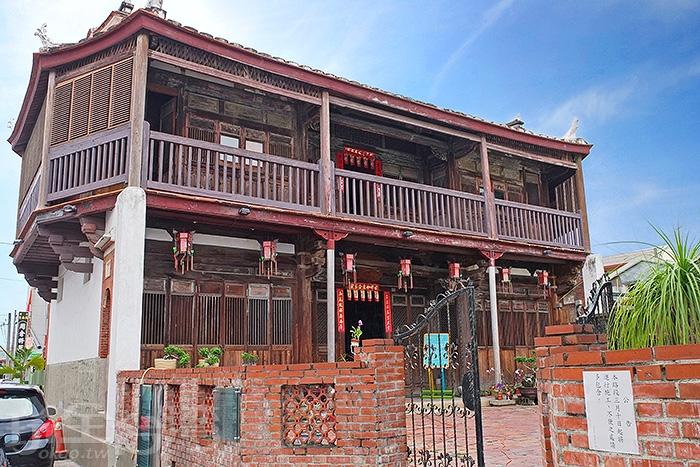 「八角樓」堪稱鹽水地標之一,是當地最具代表的木造歷史建築。/玩全台灣旅遊網特約記者阿辰攝
