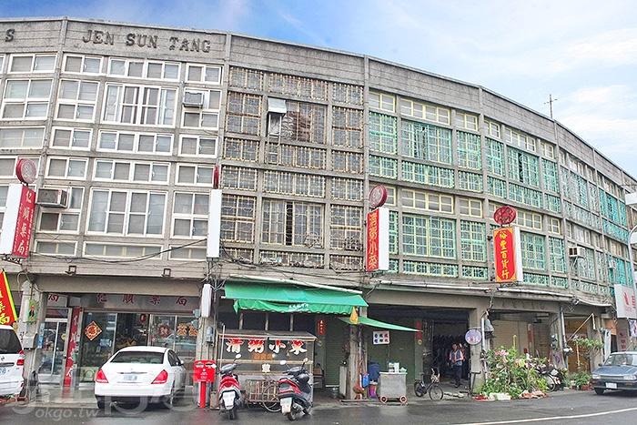 走在純樸的鹽水小鎮上,路旁的懷舊街屋建築總會吸引旅人注目。/玩全台灣旅遊網特約記者阿辰攝