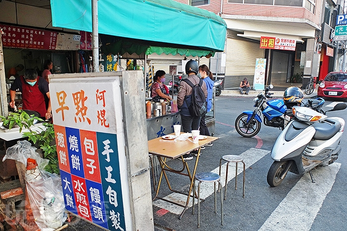 「阿焜早點」靠近嘉義火車站附近,步行約五分鐘左右會到,超多人推薦過!/玩全台灣旅遊網特約記者阿辰攝