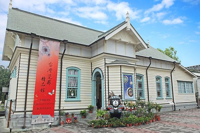檜意森活村園區必經這棟日據時期的建築物「嘉義營林俱樂部」,現為市定古蹟。/玩全台灣旅遊網特約記者阿辰攝
