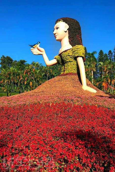 一共有八公尺高的公主造型綠雕。/玩全台灣旅遊網特約記者飲月攝