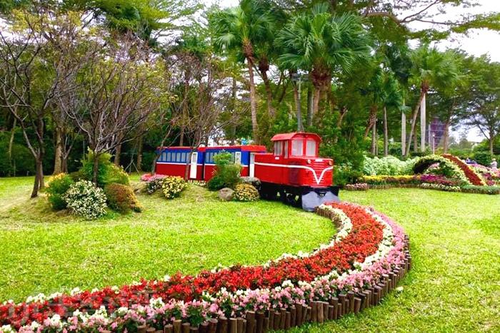 士林官邸內配合菊花展的小火車造景。/玩全台灣旅遊網特約記者飲月攝
