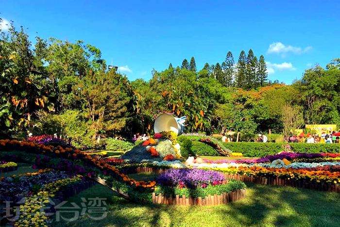 這座超巨大的茶壺綠雕也是全場焦點之一!/玩全台灣旅遊網特約記者飲月攝