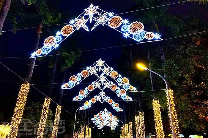 連天空都被妝點得聖誕味十足。/玩全台灣旅遊網特約記者隱月攝