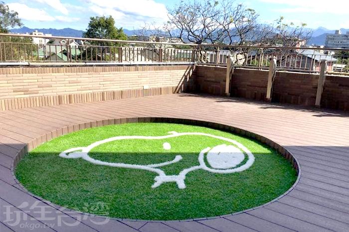 出現在綠色草坪上的史奴比。/玩全台灣旅遊網特約記者隱月攝
