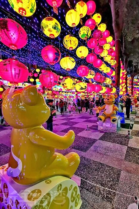 會場中隨處還展示著十八隻泰迪熊/玩全台灣旅遊網特約記者隱月攝